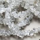 Mäekristalli looduslikud chipsid 5-8mm, nööril u 42-43cm - 1 tk