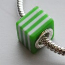 Metallsüdamikuga akrüülhelmes 10x10X10mm, ava 4,5mm, roheline-valge, 1 tk
