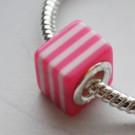 Metallsüdamikuga akrüülhelmes 10x10X10mm, ava 4,5mm, roosa-valge, 1 tk